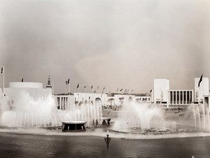 New York World's Fair Lagoon of Nations Fountains Old Underwood Photo 1939