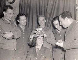 WWII US Army Signal Corps Reine des WAC Elizabeth Savage Ancienne Photo 1945