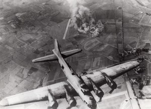 WWII Boeing B-17 Flying Fortress in flight old Photo 1943