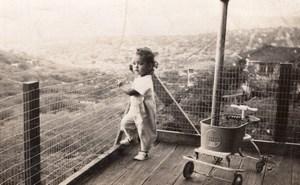 USA ? Enfant et son Quadricyle Jouet sur Balcon Ancienne Photo Snapshot 1930's