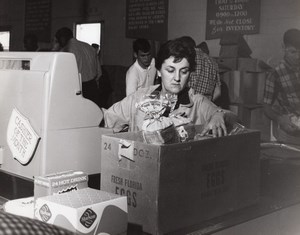 USA Scene at an Air Force Base Supermarket Checkout Military Old Photo 1966