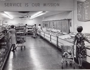 USA Scene at an Air Force Base Supermarket Shopping Military Old Photo 1965