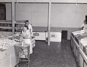 Orlando AFB US Air Force Base Supermarket Vegetables Ice Cream Old Photo 1960's
