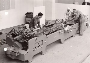 Paris Graphic Arts Exhibition Folding-Gluing Machine Old Press Photo 1954