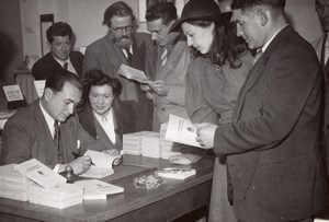 Writer Guy Tassigny German Camp Survivor Signing Books old Press Photo 1945