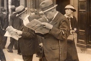 French Politics Parisians reading Decree Law Newspaper old Meurisse Photo 1930's