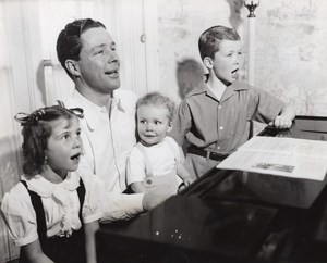 American Actor Singer Kenny Baker & Kids Blue Ribbon Town old CBS Photo 1944