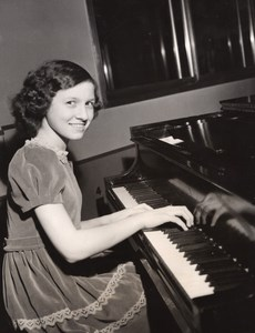 Pianist Prodigy Sylvia Zaremba New York Philarmonic Symphony Old CBS Photo 1944