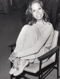 American Actress Mary Tyler Moore Smiling old Paul Popper Photo 1969
