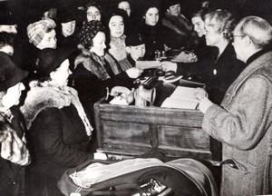 Berlin pendant la Guerre Marche de Troc Tauschmärkte WWII Ancienne Photo de Presse 1944