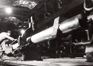 Germany? WWII Weapon? Factory Worker old Press Photo 1940's