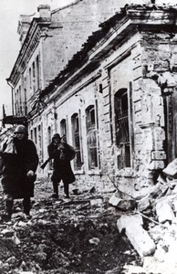 Crimea Kerch WWII Romanian Soldiers Street Ruins old Photo 1940's
