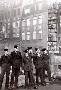 WWII Australian Brothers in bombed out London Cathcart of Mackay old Photo 1945