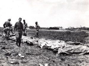 Japan Okinawa American Troops & Dead Soldiers old Photo May 1945