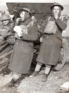 England WWII Divisional Artillery Exercise Gun Crew Lunch old Press Photo 1940