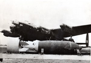 Great Britain Lancaster Bomber & Blockbuster Bomb old Photo 1940's