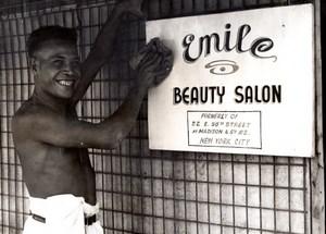 New Guinea WWII Emile Beauty Parlor Salon Signe old Press Photo 1944