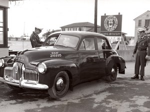 Japan Iwakuni US Navy Air Base Holden Automobile old Photo 1950's