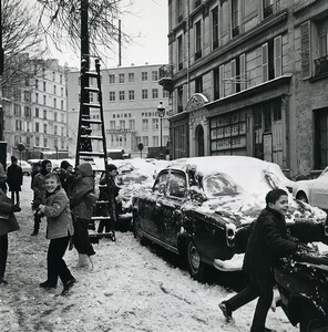 France Paris Rue Mouffetard Children Winter Game Snow Old Photo 1965