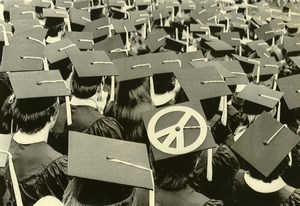 USA Bloomington University Student Antiwar Protest Peace Sign Old Photo 1971
