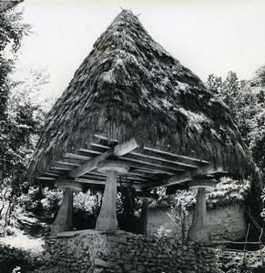 Iran Djafar the little Iranian Thatched Roof Hut Photo Dominique Darbois 1968