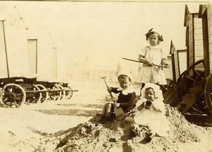 Belgique Ostende Jeu d'Enfants Cabines de Plage Pelle Ancienne Photo Amateur 1900