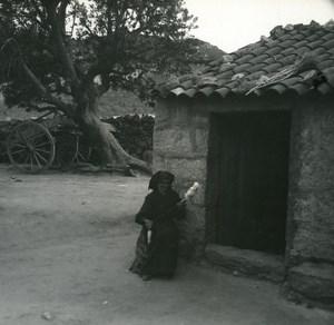 France Corse Sartene Femme Filant sa quenouille ancienne photo stereo Amateur 1920