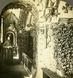 Italy Roma Monk in Capuchin Cemetery Ossuary Old Stereoview Photo Kelley 1900