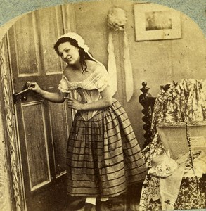 Irish Scene de Genre she fastened the door with a skewer Stereoview Photo 1865
