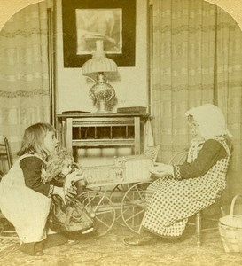 USA Scene de Genre Little Girls & Doll Strohmeyer & Wyman Stereoview Photo 1892