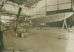 Monoplan Saulnier in Hangar Aviation Photo 1910